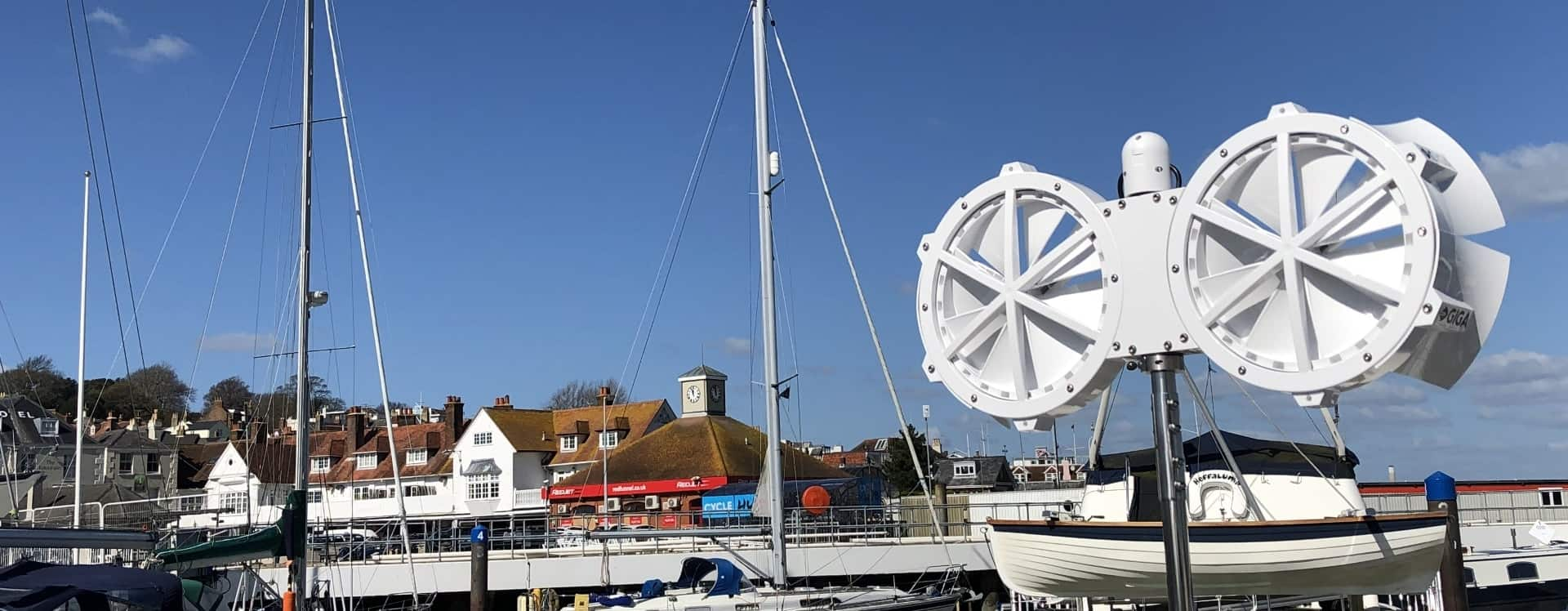 Wind turbine for marine use
